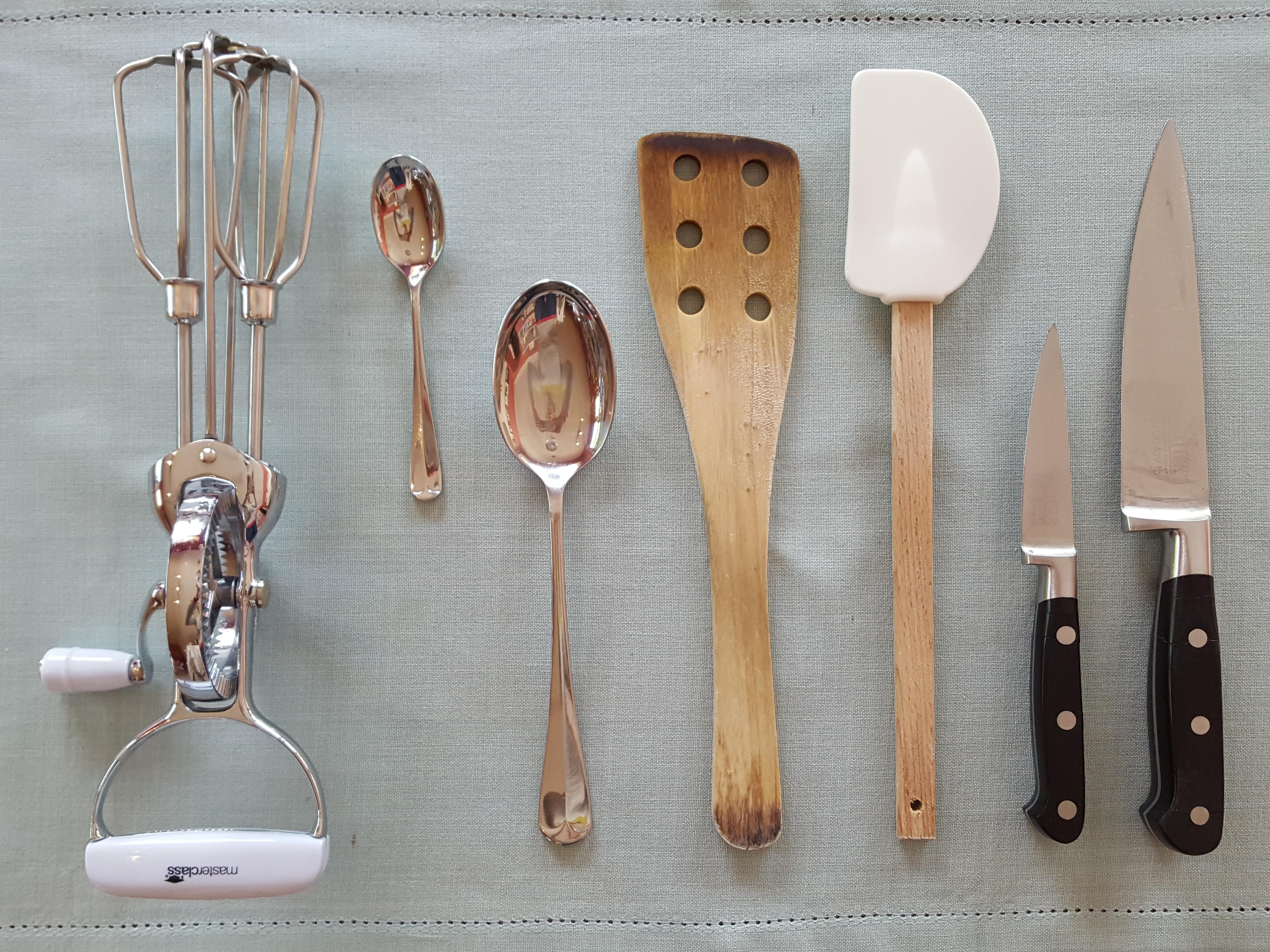 Handheld cooking utensils