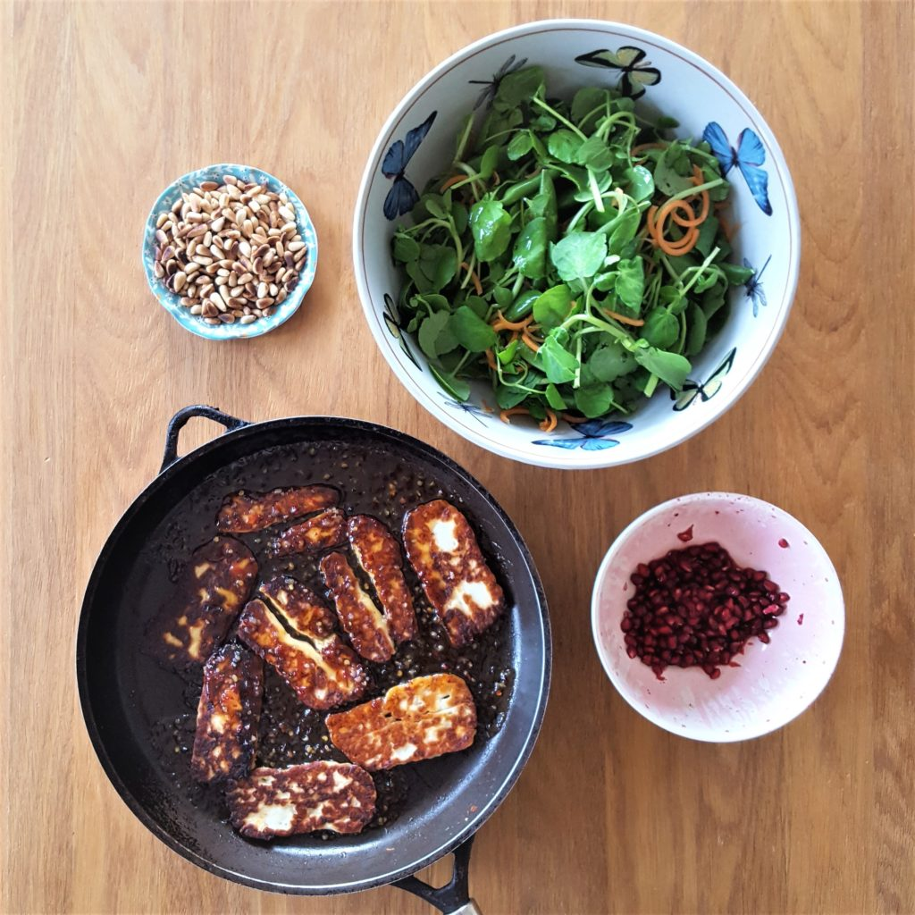 Sweet chilli halloumi salad
