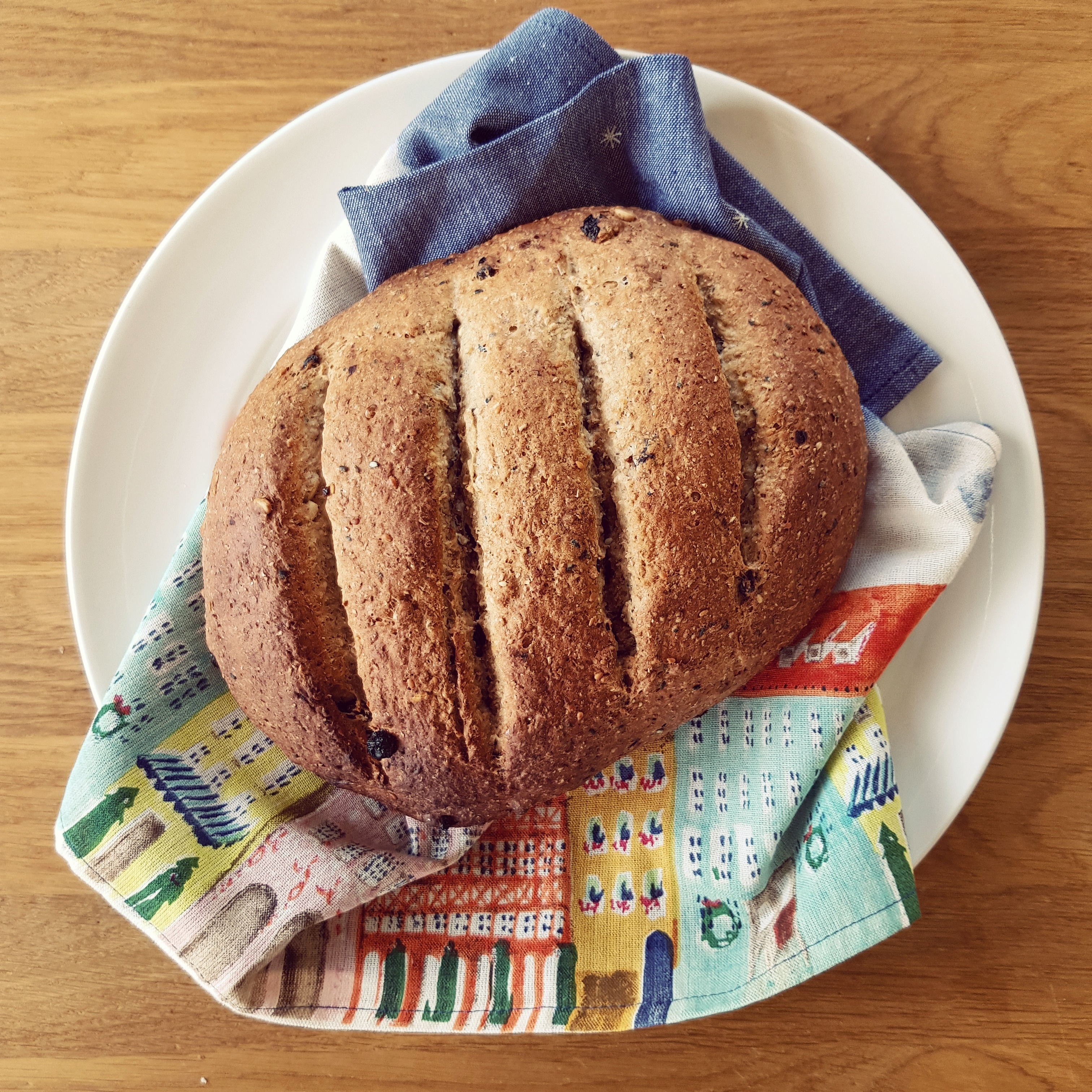 Wholemeal Rye Bread with Currants and Seeds