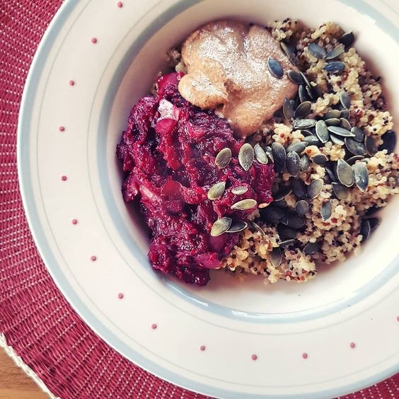 Quinoa porridge with berry compote